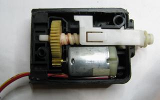 Моторчик привода замка двери