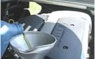 Сколько надо доливать масло в двигатель